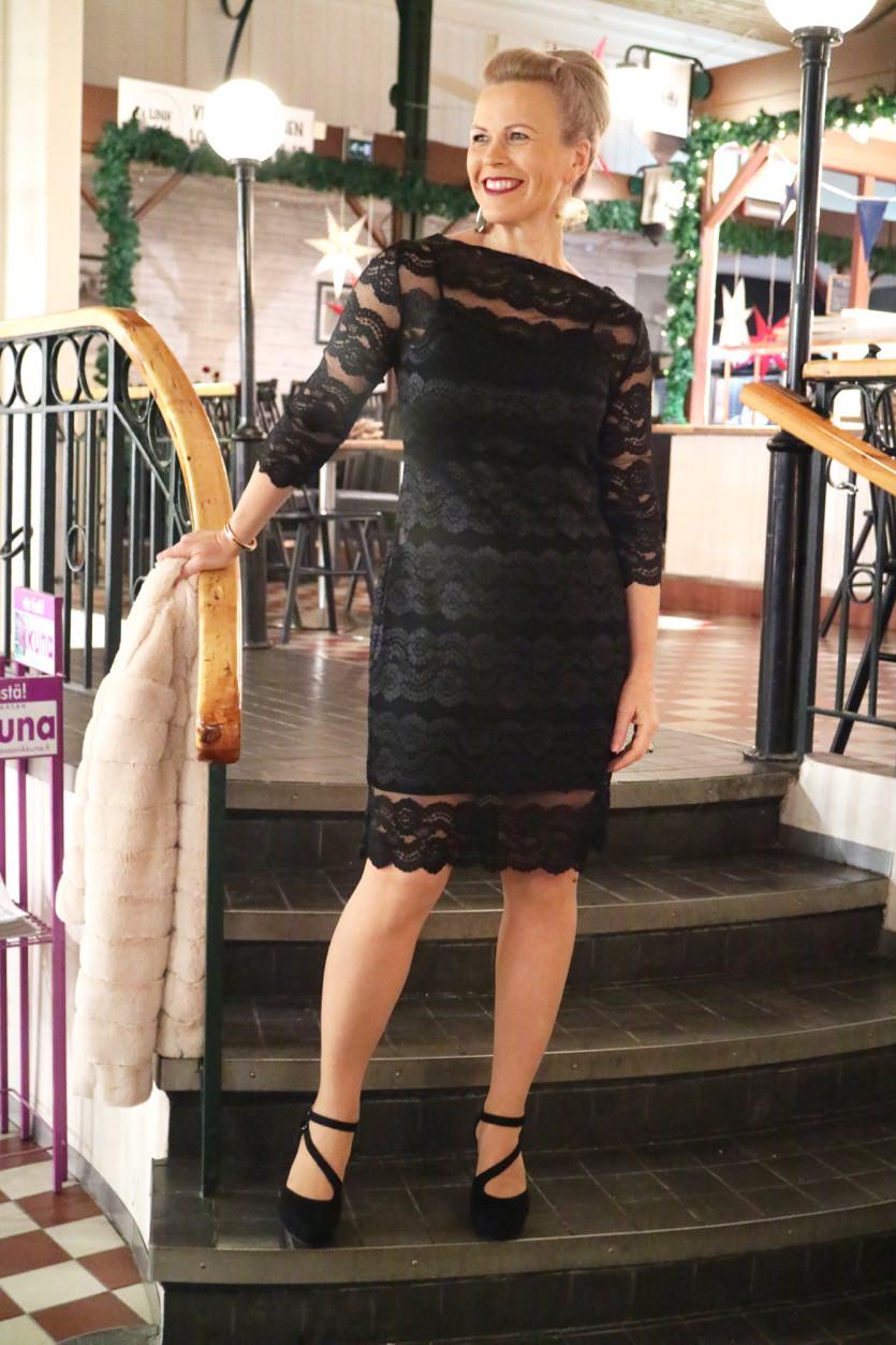 Kaksi mekkoa ja remmikorkkarit