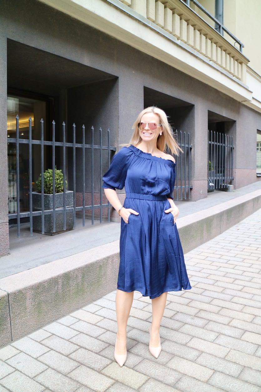 Mekkoviikko nro 2: Sininen off-shoulder mekko