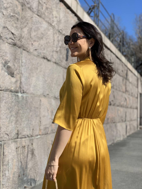 Mekkoviikko 2019 alkaa: Kullankeltainen silkkimekko