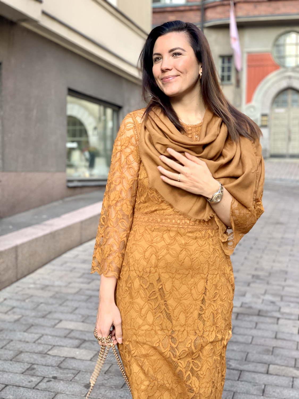 7 asuvinkkiä tulevan talven juhliin: Valentina pitsimekot