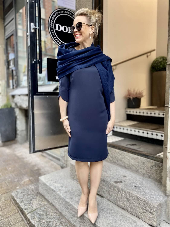Työpäivä sinisellä Margot mekolla