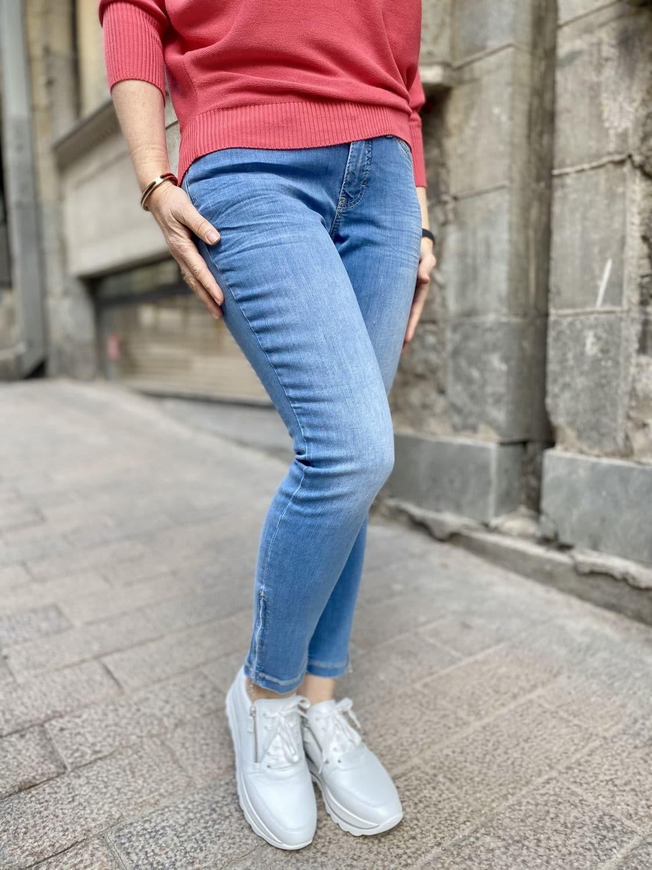 Mansikan punaista ja vaaleaa farkkua