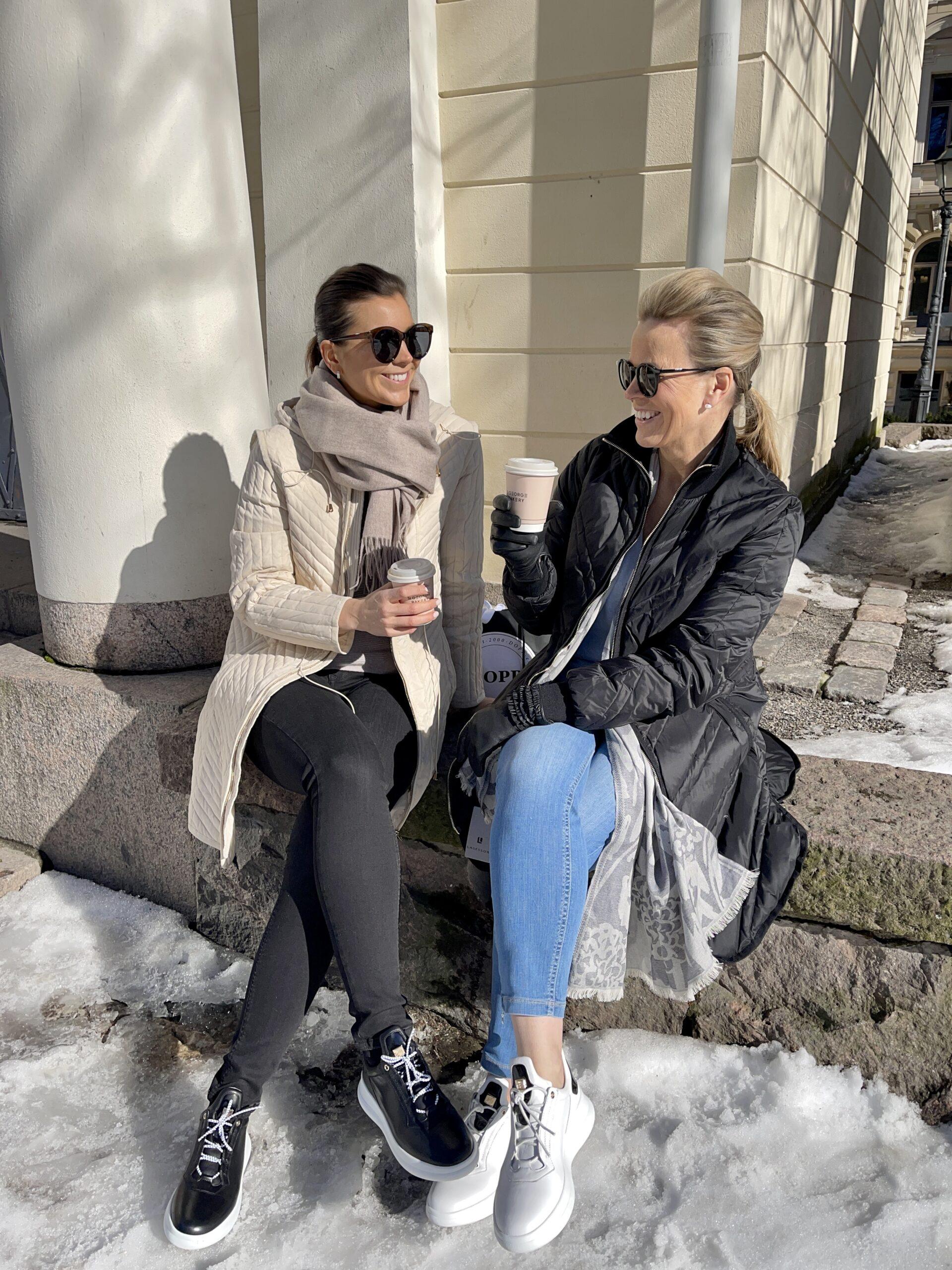 Kaffittelua keväisessä Helsingissä