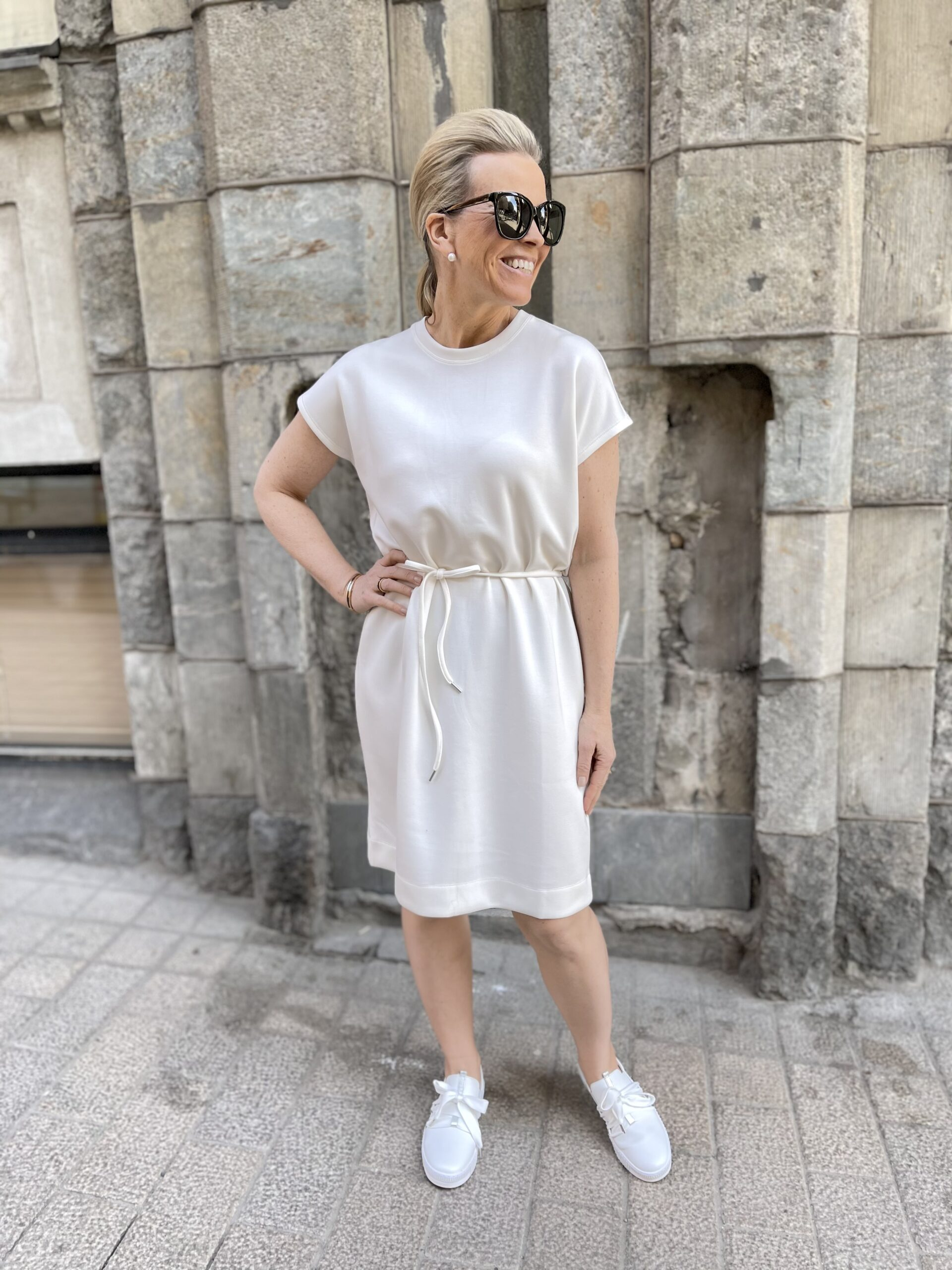 Unita mekko valkoinen