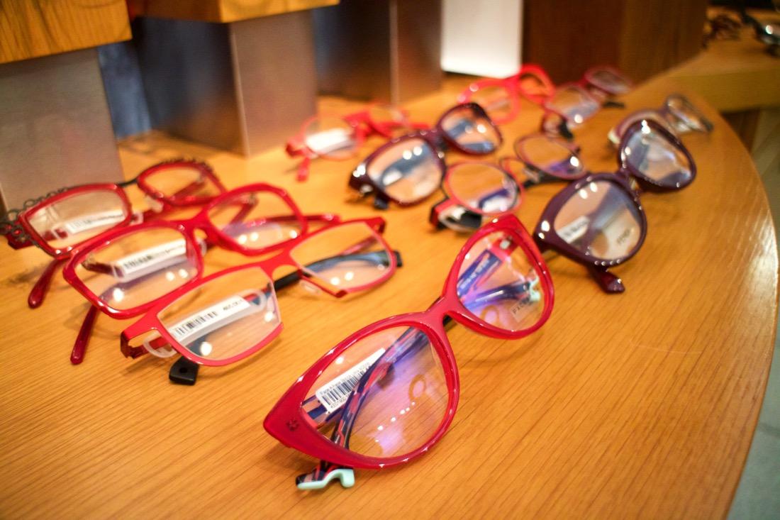 Vierailu Iris Optikolla, löysinkö punaiset lasit?