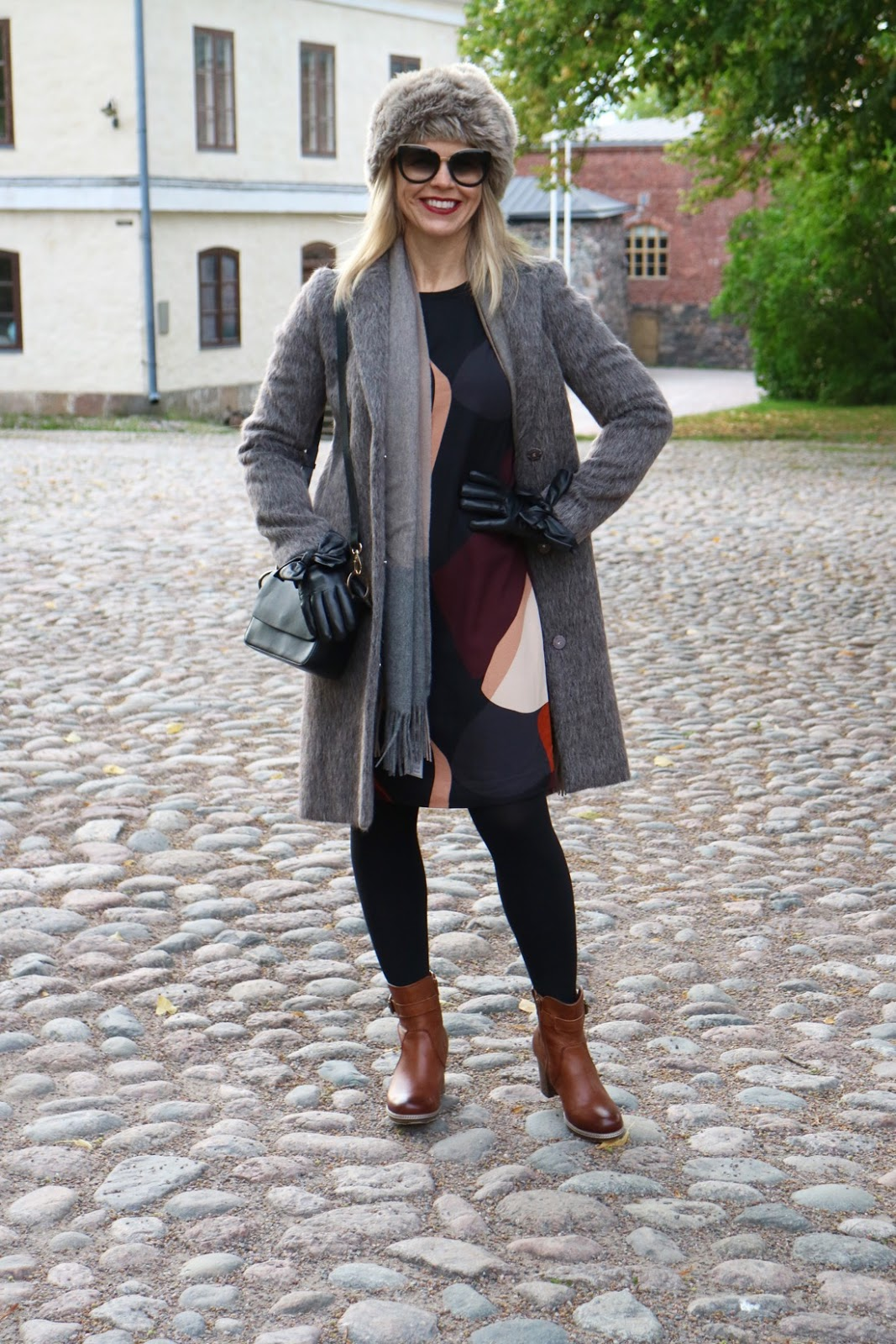 Tyylikkäästi villakangastakeissa Suomenlinnan maisemissa